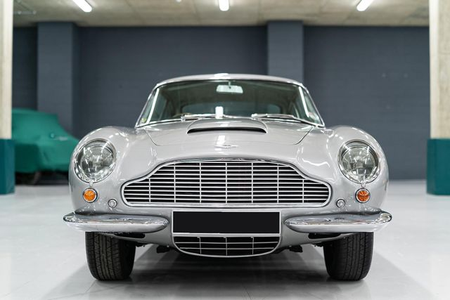 1969 Aston Martin DB6 Vantage with Manual Transmission RHD